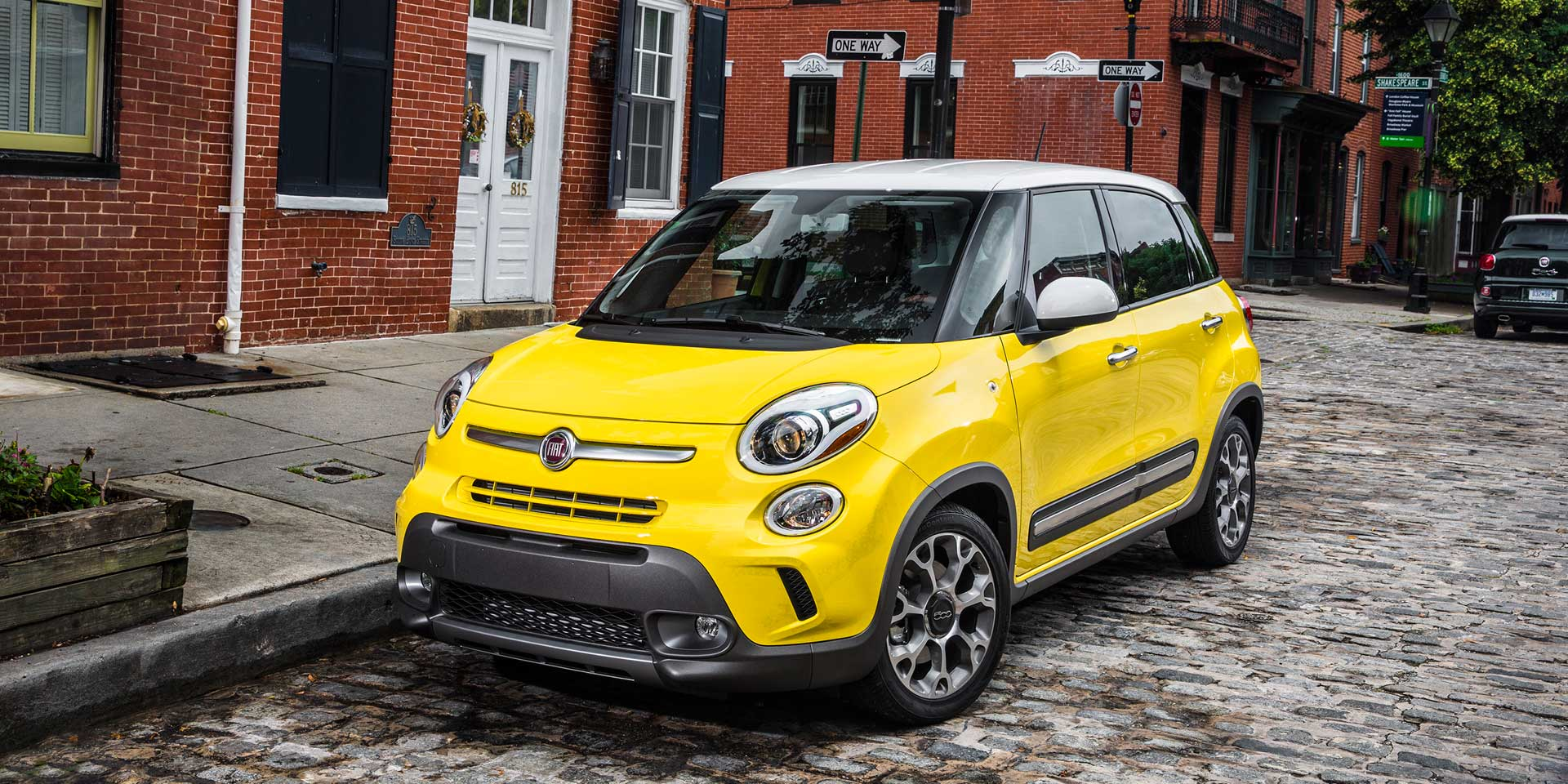 2017 Fiat 500l The Is An Extended Wheelbase Version Of 500 Subcompact Car This Four Door Five Seat Small Wagon Competes With Vehicles Like